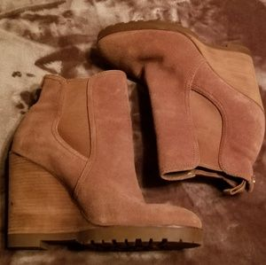 NWOT Michael Kors Suede Wedge Boot. Size 7